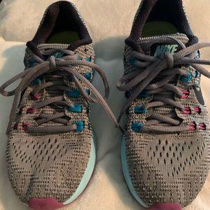 Women's Nike Zoom Structure 19 tennis shoe so 6